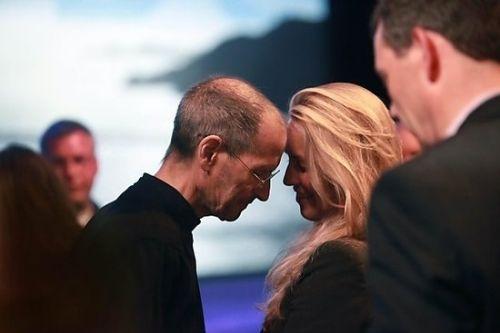 乔布斯逝世时间_乔布斯遗孀:正在成为美国慈善界最活跃的女人之一_行情中心_元 ...