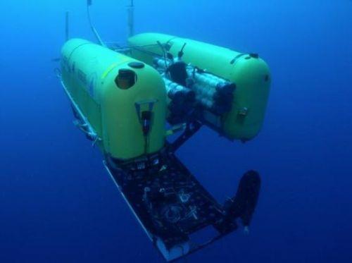 美深海潜水机器人在万米深度作业时爆裂