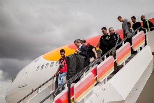飞机在马德里机场降落