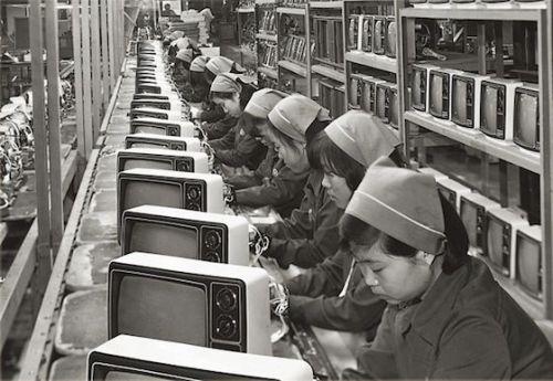 图注:三星早年黑白电视机生产流水线