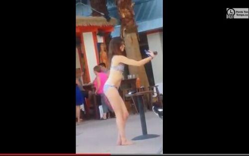 比基尼美女自拍被拍成视频:观后自己笑喷