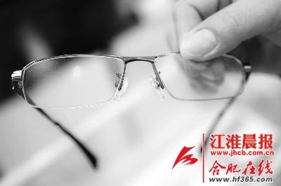 但是眼镜布的确不是用来擦拭眼镜的