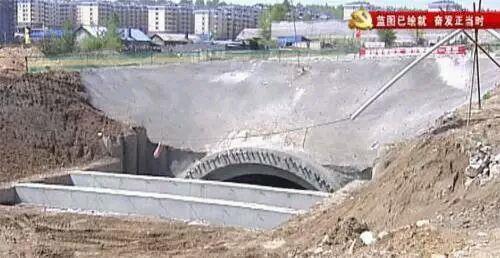 中国高铁惊人奇迹:全球唯一高寒极高风险隧道贯通0