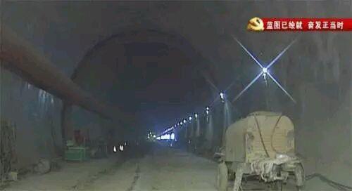 中国高铁惊人奇迹:全球唯一高寒极高风险隧道贯通1