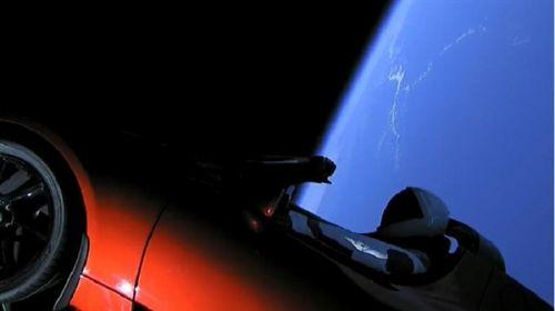 跑车终上天 马斯克猎鹰重型火箭发射成功5