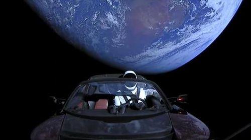 """""""飞天特斯拉""""的假人也有任务:测试真实宇航服0"""