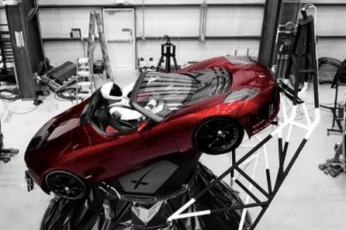 现役最强运载火箭首飞成功!马斯克的跑车要太空漂浮数十亿年 0
