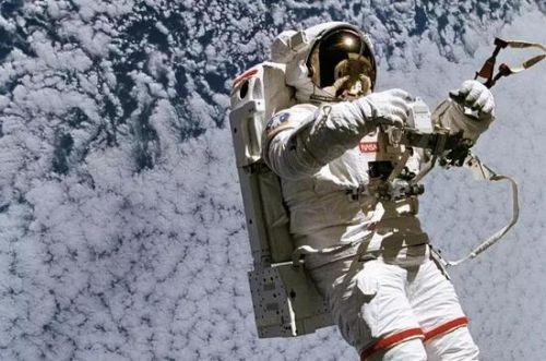 俄罗斯正研发太空摩托车 能在空间轨道自由移动3