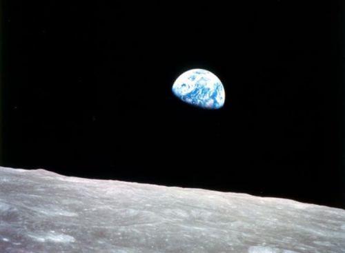 月球水不一般 可喝可用作火箭燃料0
