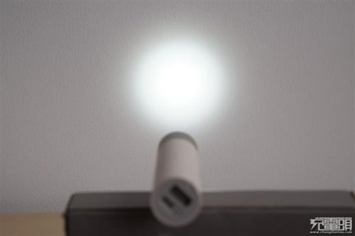 紫米移动电源MINI、小米随身手电筒拆解对比:各有所长2