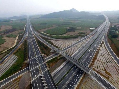 不仅高铁领先 全球第一条智能公路也将在中国诞生1