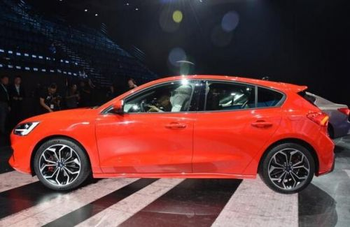福克斯重庆全球首发 10万购置8AT合资车8
