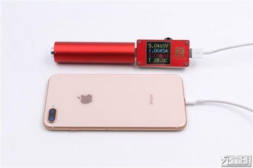 """锤子坚果""""电池形电池""""移动电源开箱:小巧12"""