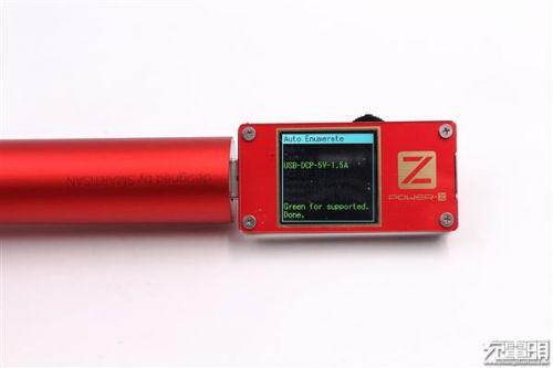 """锤子坚果""""电池形电池""""移动电源开箱:小巧10"""