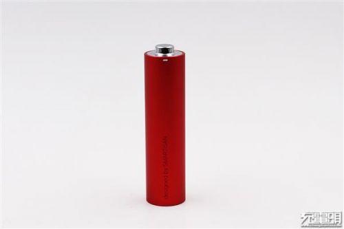"""锤子坚果""""电池形电池""""移动电源开箱:小巧3"""