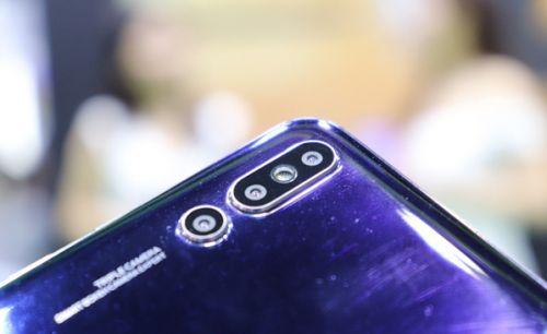 华为P20 Pro山寨版真机:屏下指纹+后置三摄4