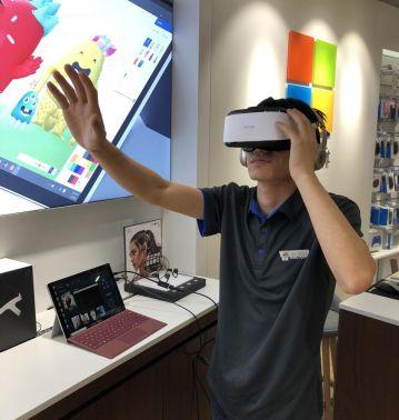 全球首款适配微软平板电脑Surface的VR头显问世2