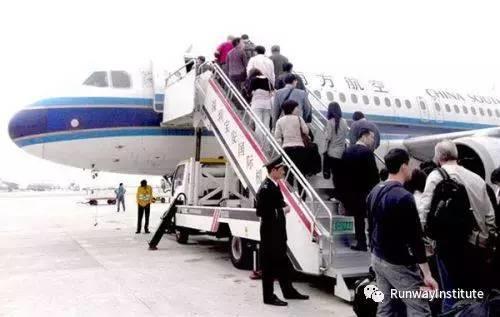 为机长点赞 川航客机档风玻璃为什么碎了?14