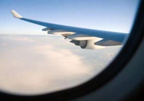 为机长点赞 川航客机档风玻璃为什么碎了?8