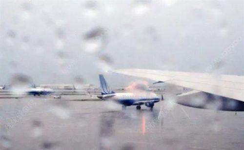 为机长点赞 川航客机档风玻璃为什么碎了?12