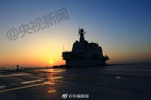 厉害了我的国 中国首艘国产航母完成出海试验!0