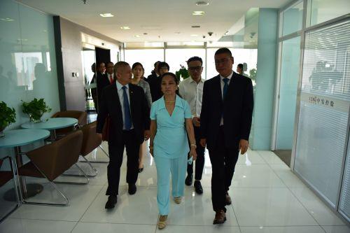 菲律宾前总统阿罗约及代表团一行到访中发控股集团0