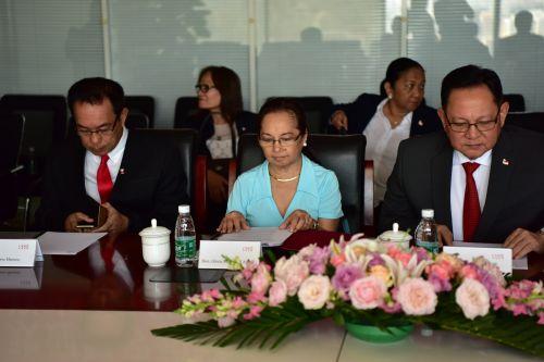 菲律宾前总统阿罗约及代表团一行到访中发控股集团2