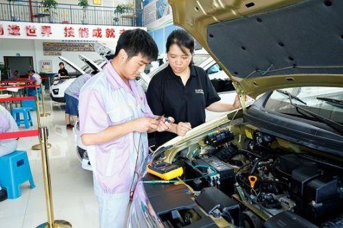 长安汽车大学智能制造工程学院挂牌成立1
