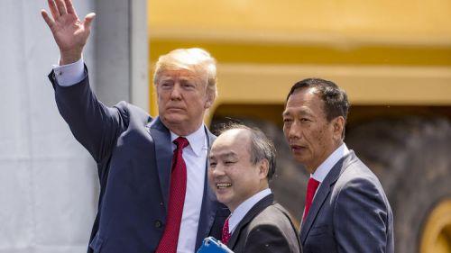 """特朗普出席富士康新厂奠基 夸其是""""第八大奇迹""""0"""