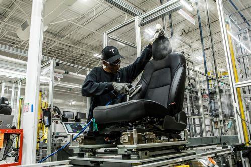 为产能马斯克睡在工厂,他在发明汽车生产方式吗3