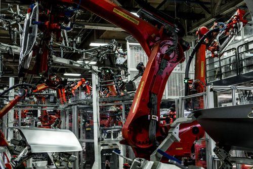 为产能马斯克睡在工厂,他在发明汽车生产方式吗4