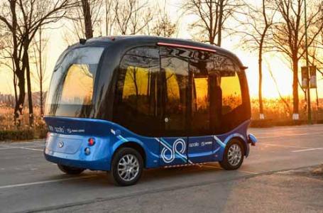 """全球首款L4级量产自动驾驶巴士""""阿波龙""""量产下线0"""