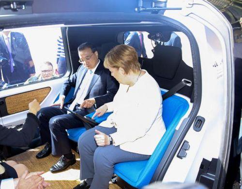 李克强与默克尔乘坐自动驾驶汽车0