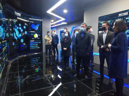 中发智造与淮阴工学院达成战略合作1